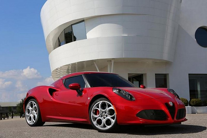 Alfa Romeo to offer 4C with other headlights; Targa and high-performance versions planned - report
