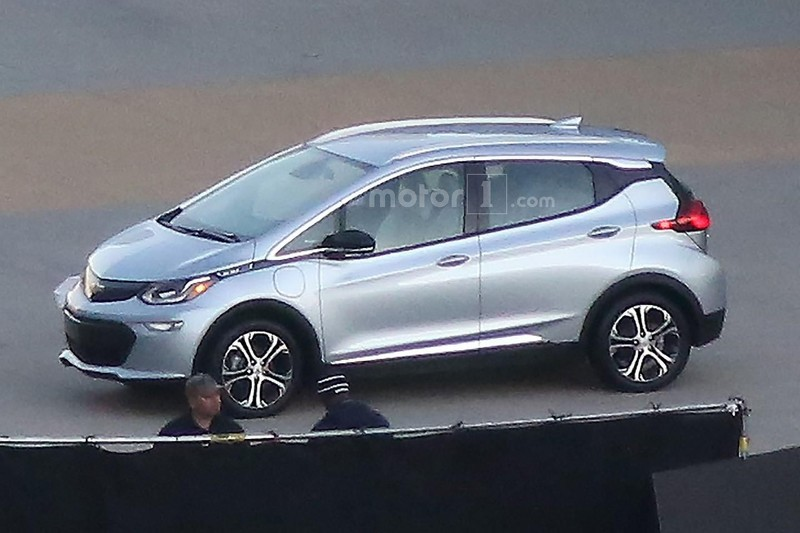 2017 chevy bolt spied in palm springs photo shoot. Black Bedroom Furniture Sets. Home Design Ideas